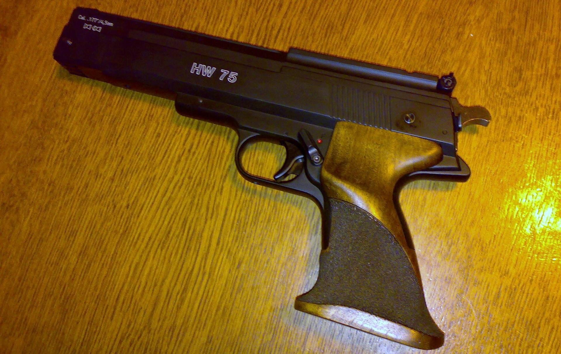 Пистолет Weihrauch HW 75